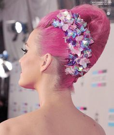 Katy Perry pink hairdo!