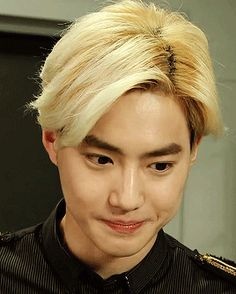 hot blonde suho (4/4)