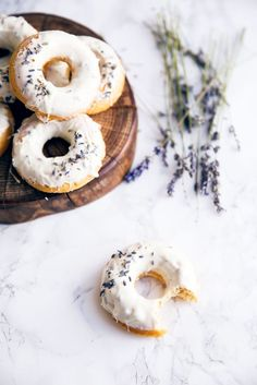 Celebrate spring with baked lemon donuts dipped in a lavender-infused white chocolate ganache! Baked Blueberry Donuts, Blueberry Fruit, Baked Donuts, Vegan Doughnuts, Donuts Donuts, Healthy Donuts, Macaroons, Broma Bakery, Lavender Recipes