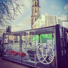 An awesome Virtual Reality pic! #IFFRiG in the Box has arrived! Vanaf do. doe je hier 'n filmquiz of krijg je een coole VR-ervaring! #IFFR #Filmfestival #Filmfans #VR #VirtualReality #Groningen #martinitoren #grotemarkt #gratis #GearVR #ergaatnietsbovengroningen by groningerforum check us out: http://bit.ly/1KyLetq