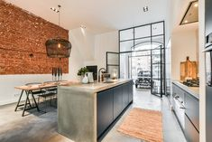 Industrial apartment with garage in the heart of Amsterdam - ออกแบบบ้าน - Apartment Kitchen Interior, Kitchen Inspirations, Industrial Interior Design, House Interior, Kitchen Dining Room, Loft Kitchen, Home Kitchens, Apartment Kitchen, Modern Apartment
