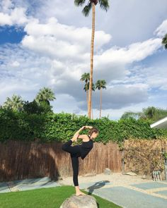 natarajasana, palm springs   @sashayoga wearing hyde organic cotton wren leggings   #hydeyoga #organic #yoga #yogapose #natarajasana #asana #palmsprings