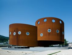 Looptecture F by Endo Shuhei Examples Of Architecture Using Weathering Steel) Japan Architecture, Contemporary Architecture, Amazing Architecture, Round Building, Building A House, 21st Century Homes, Weathering Steel, House Design Photos, Unique Buildings