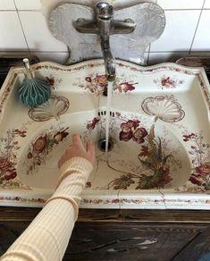 Floral Sink Home Interior Design<br> Home Interior Design — Floral sink Decoration Design, Diy Design, Design Art, Home Interior, Interior And Exterior, Bathroom Interior, Design Bathroom, Bathroom Ideas, Toilet Design