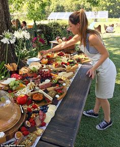 Sumptuous platters that are METRES long are latest wedding food trend Drool-worthy: Gold Coast businesswoman Megan Fernandez started Your Platter Matters to mak. Party Platters, Cheese Platters, Fruit Platters, Brunch Mesa, Breakfast And Brunch, Cuisine Diverse, Grazing Tables, Food Displays, Charcuterie Board