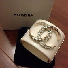 Image about fashion in Chanel by Megan Louise Chanel Bracelet, Chanel Purse, Chanel Jewelry, Jewelery, Chanel Bags, Cuff Bracelets, Bangles, Mademoiselle Coco Chanel, Jewelry Accessories