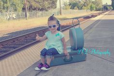 Cool vintage toddler waiting for the train : hitching a ride Waiting, Train, Kids, Photography, Vintage, Young Children, Boys, Photograph, Fotografie