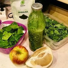 Green Smoothies are packed with fiber, protein and other essential nutrients. Try these easy tips to make vegetable healthy breakfast smoothies. Spirulina Powder, Healthy Breakfast Smoothies, Stay Fit, Cucumber, Clean Eating, Food And Drink, Lose Weight, Vegetables, Fruit