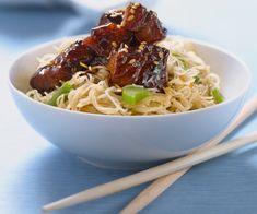 Voici une recette originale et gourmande pour faire des nouilles de riz au porc caramélisé. Un plat idéal pour surprendre vos convives.