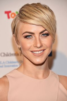 Julianne Hough's Not-a-Hair-Out-of-Place Pixie