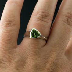 Tetra Ring with green Peridot in Sterling Silver by nodeform