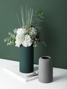 Ceramic Flowers, Ceramic Vase, Ceramic Pottery, Living Room Decor Nz, Living Rooms, Flower Vases, Flower Pots, Minimalist Decor, Minimalist Living