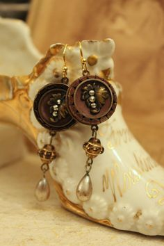 Upcycled Earrings  Vintage Buttons with Glass von TheGildedGypsies