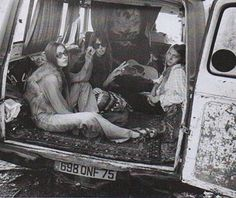 beautiful people providing all kinds of inspiration and the need to hop in a van and road trip.  Image from @60sand70srewind