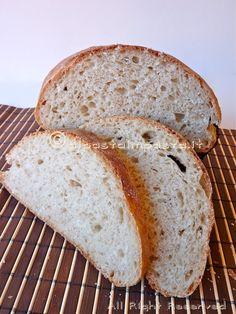 Pane di semola rimacinata con farina integrale e lievito madre.