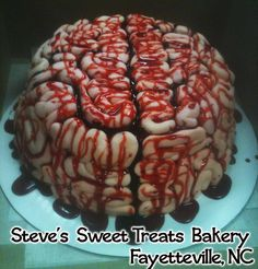 BRAINS!! Zombie cake I can actually do this one! If i can make it out of clay i can do this on a cake!