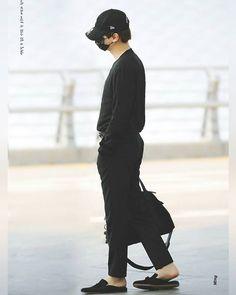 Suga's all black fashion are always lit! Seems like he bulked up his body, because DAMN look at his chest (on my story)  ∞ 『 170628 』 #Suga - Incheon Airport ー© xming - - - - - - - ❁ - - - - - - - #슈가 #비티에스 #민윤기 #윤기 #아미 #BTS #ARMY #minyoongi #yoongi #minsuga #agustd #bangtansonyeondan #yoonmin #Bangtanboys #Bangtan #Wings #jungkook #jeonjungkook #jhope #junghoseok #jimin #parkjimin #taehyung #kimtaehyung #kimnamjoon #rapmonster #jin #kimseokjin #you_never_walk_alone