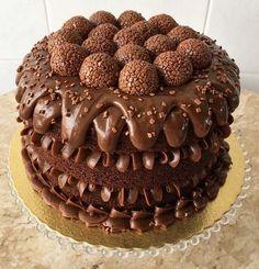 Wedding Cakes With Cupcakes, Fun Cupcakes, Cupcake Cakes, Torta Candy, Candy Cakes, Bolo Tumblr, Chocolate Tumblr, Pasta Cake, Cake Recipes