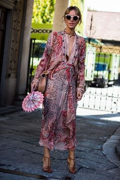Street style in milan floaty prints & strappy heels ~ stylish outfits ~ dream looks ~ boho chic outfits ~ women with style Style Bobo Chic, Street Style Chic, Looks Street Style, Style Casual, Looks Style, Fashion Moda, Boho Fashion, Fashion Dresses, Fashion Trends