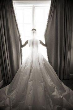 Weddings: Photography Poses For Brides - World Of Amici. C #weddingphotography