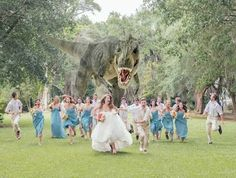 Dinosaur Wedding Photo: T-Rex Chases Bridal Party In Viral Snapshot (PHOTO) - hilarious! Have to do this, but with everyone running away from a giant Wubs! Dinosaur Wedding Photos, Funny Wedding Photos, Wedding Pictures, Wedding Images, Crazy Wedding Photos, Wedding Fotos, Before Wedding, Foto Art, Park Weddings