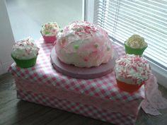 Surprise gemaakt met cupcakes van purschuim.