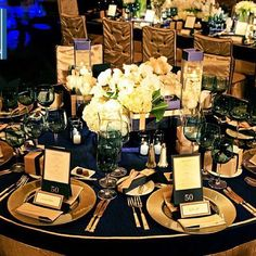 Hoping to celebrate your employees with an elegant holiday party? Let #signatureeventsnashville take care of all of your corporate event needs! #holidayparty #partyplanning