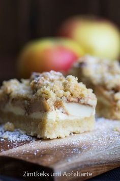 Apple cheesecake with walnut crumble - simple and delicious- Apfel-Cheesecake mit Walnuss Streuseln – einfach und lecker Apple cheesecake with walnut sprinkles - Apple Recipes, Sweet Recipes, Baking Recipes, Snack Recipes, Dessert Recipes, Snacks, Delicious Recipes, Apple Cheesecake, Cheesecake Recipes