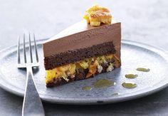Chokoladekage med semikandiserede clementiner og chokolademousse.