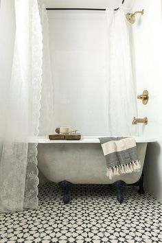 22 Sophisticated Claw Foot Tubs Interiorforlife.com A new tub turned vintage with lime and chalk paint
