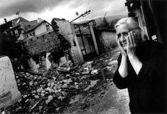 Riccardo Venturi, Contrasto - Pec, Kosovo, giugno 1999. La città dopo i bombardamenti.