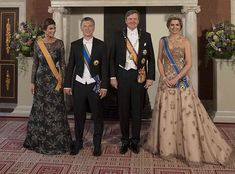 In the evening of March 27, 2017, King Willem-Alexander and Queen Maxima held a state banquet for Argentinian President Mauricio Macri and his wife Juliana Awada at the Royal Palace in Amsterdam. Queen Maxima wore Jan Taminiau gown. The Argentinian president and his wife are on a two-day state visit to the country