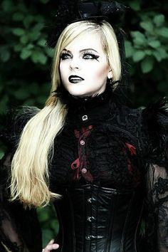 ___╋ I love Gothic ╋___ Victorian Goth, Gothic Steampunk, Steampunk Fashion, Gothic Lolita, Gothic Fashion, Goth Beauty, Dark Beauty, Blonde Goth, Black Hair Dye