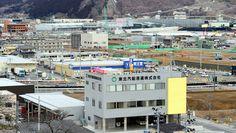 見つめ続ける大震災-東日本大震災から4年、被災地の今- - 毎日新聞:岩手県大船渡市の4年後 Japan Earthquake, Times Square, Multi Story Building, March, Travel, Viajes, Destinations, Traveling, Trips
