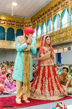 Everything related to indian fashion; whether it be bridal or casual. (I do not own anything I post; Punjabi Wedding Couple, Indian Wedding Ceremony, Desi Wedding, Indian Wedding Outfits, Wedding Pics, Wedding Attire, Wedding Couples, Punjabi Couple, Wedding Goals