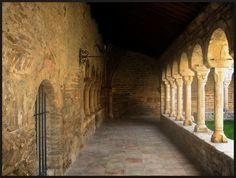 Archivo: Claustro de la catedral de Roda de Isabena.jpg