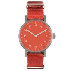Det var på tiden! Basic är VOID Watches tredje produktserie och är en stilren, minimalistisk klocka med en boett i rostfritt stål. Det välvda glaset är gjort i mineralkristall för extra hållighet och fulländar denna design. Boett: Rostfritt stål. Armband: Röd nylon. Ø 38mm.