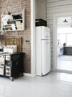 kiTCHEN : nAKED bRiCK wALL & bLACK viNTAGE sTOVE & wHiTE sMEGG fRiDGE