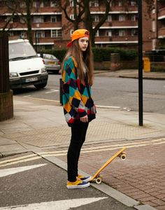 skater look girl Moda Hipster, Hipster Girls, Hipster Grunge, Hipster Shoes, Hipster Sweater, Hipster Style, Hipster Glasses, Vintage Hipster Outfits, Hipster Girl Outfits
