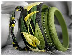Bangle set Calla Lily -  Polymer clay bracelets - Wide bangle with flowers - Black yellow green floral bangle Multi strand beaded bracelets by AleksPolymer