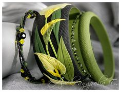Bangle set Calla Lily -  Polymer clay bracelets - Wide bangle with flowers - Black yellow green floral bangle Multi strand beaded bracelets