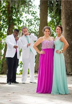 prom picture idea Are you going prom? So you can find hair style, dress, makeup ideas this page. Prom Pictures Couples, Homecoming Pictures, Prom Couples, Prom Photos, Prom Pics, Teen Couples, Homecoming Poses, Prom Images, Couple Pictures