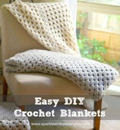 All the steps to create an Easy DIY Crochet Blanket. Clear and simple instructions to crochet a warm, cosy throw, blanket or shawl! Love Crochet, Diy Crochet, Crochet Hooks, Baby Blanket Crochet, Crochet Blankets, Crochet Baby, Crochet Abbreviations, Crochet Afgans, Manta Crochet