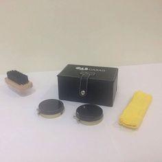 Adquira nosso kit engraxate personalizado em nossa Ótica. Ele vem com estojo de couro sintético ceras calçadeira flanela e escova. Ótima opção para o advogado que precisa sempre de uma boa apresentação. by oab_casag http://ift.tt/1qY4w3j