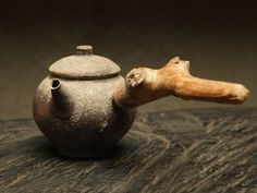 Peter Kuo from Taiwan, woodfired side handle pot