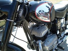 Once upon a time there were famous Pannonia motorbikes built in Hungary. Classic Bikes, Classic Cars, Cafe Racers, Vespa, Custom Paint, Cars And Motorcycles, Motorbikes, Retro, Vehicles