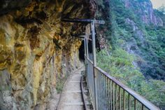 DIVERGENT TRAVELERS New Zealand Sweet Spot: Karangahake Gorge | DIVERGENT TRAVELERS #newzealand #RTW #hiking