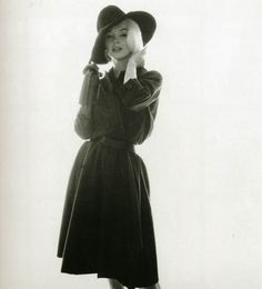 Marilyn Monroe with hat
