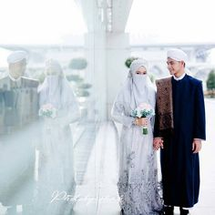 Image may contain: 2 people Hijabi Wedding, Muslimah Wedding Dress, Muslim Wedding Dresses, Muslim Brides, Bridal Hijab, Hijab Bride, Niqab, Muslim Couple Photography, Cute Muslim Couples