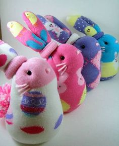 Looking for fabric crafted toys? Find the super cute, sustainable, and fun for the kids to play. Sock Crafts, Bunny Crafts, Easter Crafts, Fabric Crafts, Sewing Crafts, Sewing Projects, Crafts For Kids, Sock Bunny, Sock Snowman